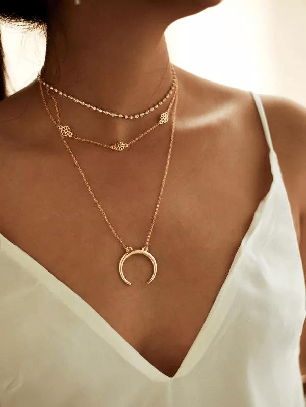Κολιέ με τριπλή χρυσή αλυσίδα και διακοσμητικά 3227 - Perlita ... 51f8dbacda8