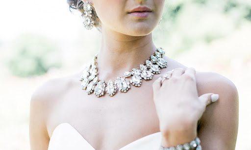 Πώς να διαλέξετε τα κοσμήματα που θα φορέσετε στο γάμο σας