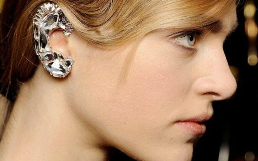 6 Λόγοι που τα ear cuffs παραμένουν στην μόδα και το 2021